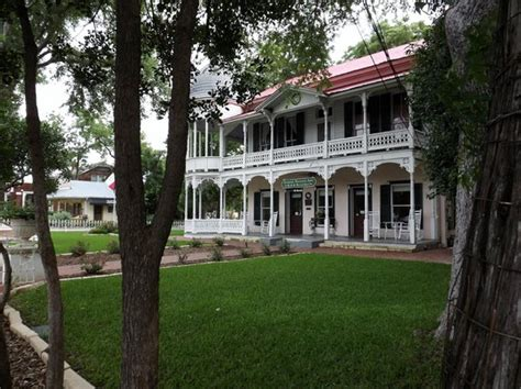 gruene bed and breakfast 301 moved permanently