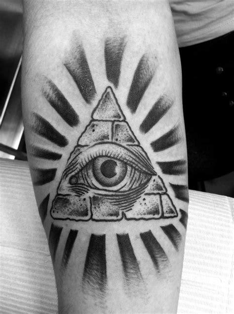 illuminati eye tattoo designs 1000 ideas about illuminati on tattoos