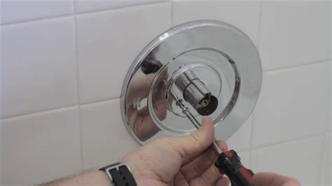 Fixing A Leaky Bathtub Faucet Handle by How To Repair A Leaky Bath Faucet Ehow Uk