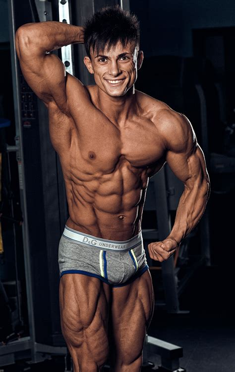 aesthetic bodybuilding wallpaper viktor simkin male fitness model bodybuilding and