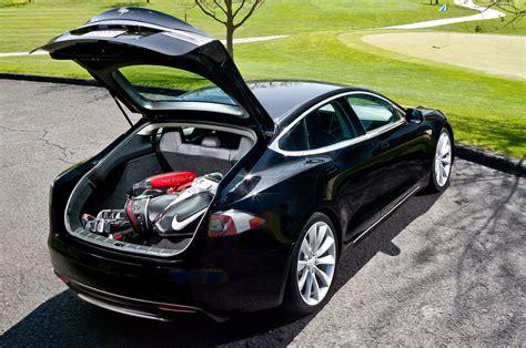 Tesla Model S Luggage Space Tesla Lost 746 3 Million In 2016 Delivered 76 230 Models
