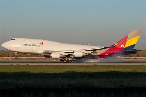 asiana airlines asiana airlines plane skids  japan runway
