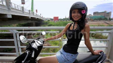 Mini Motorrad Video by Sexy Asiatisches M 228 Dchen Mit Minirock Sturzhelm Motorrad