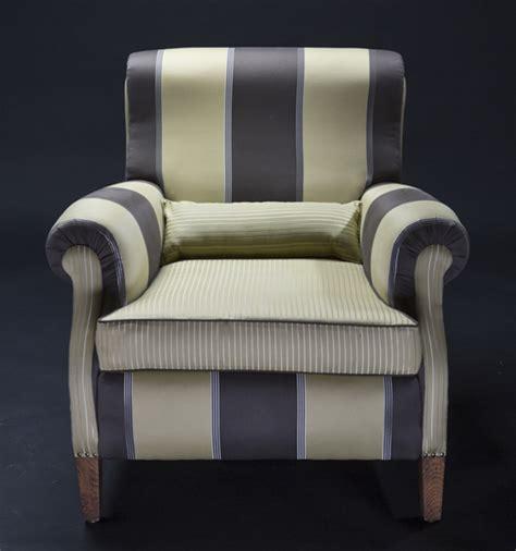 rifoderare un divano rifoderare divani e poltrone tappezziere areli tessuti