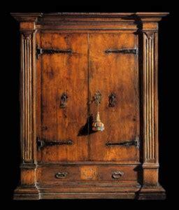 arredare la casa  mobili antichi larmadio antico  la