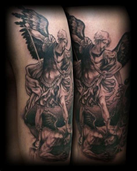 tattoo alas de angel y demonio tatuaje de un 225 ngel atacando a un demonio tatuajes de
