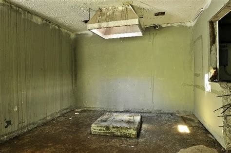 execution room abandonded execution room abandoned creepy