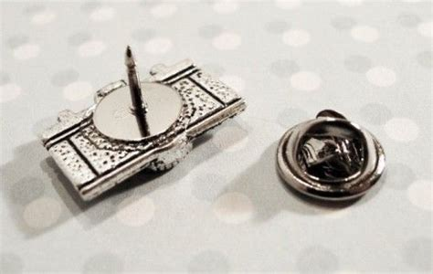 Camera Pin, Brooch Lapel Pin Photography Tie Tack Tac Retro Analog   Pinz'n'Thingz