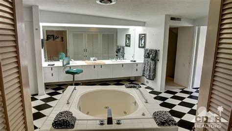 elvis presley bathroom buy elvis presley s honeymoon hideway in palm springs
