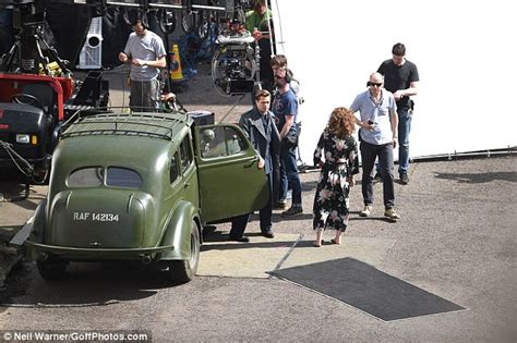 Set Family 2016 New 05 brad pitt shoots emotionally charged for world war