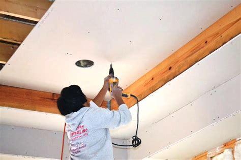 cobertizos listos para instalar c 243 mo instalar paneles de yeso en un techo constru gu 237 a