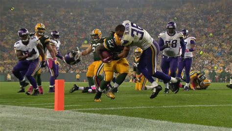 eddie lacy bench press eddie lacy knocks helmet off defender on his way into the