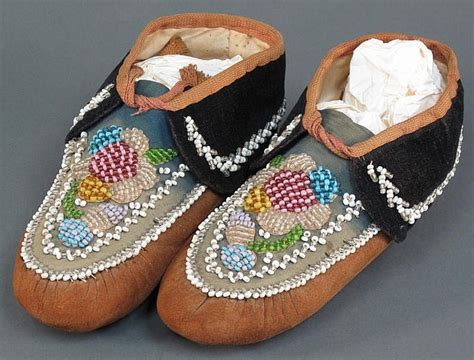how to bead moccasins iroquois beaded moccasins walk a mile in my moccasins