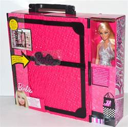 mattel fashionistas ultimate closet 20 pieces and