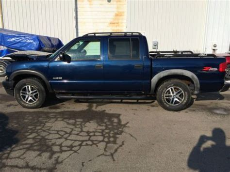 2003 Chevy S10 4 Door 4x4 find used 2003 chevrolet s10 zr5 crew cab 4x4 4 3l salvage damaged rebuildable colorado in