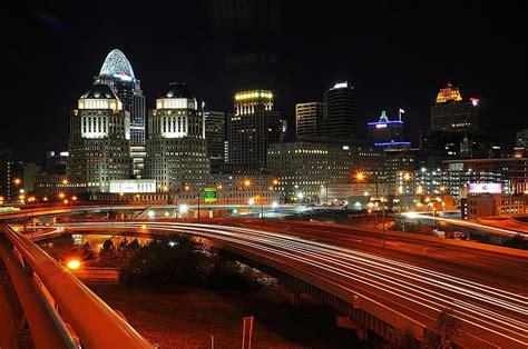 Downtown Cincinnati Gift Card - eastern side of downtown cincinnati photograph by michael austin