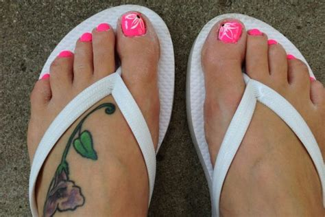 how to design toenails at home painted toenails designs how you can do it at home