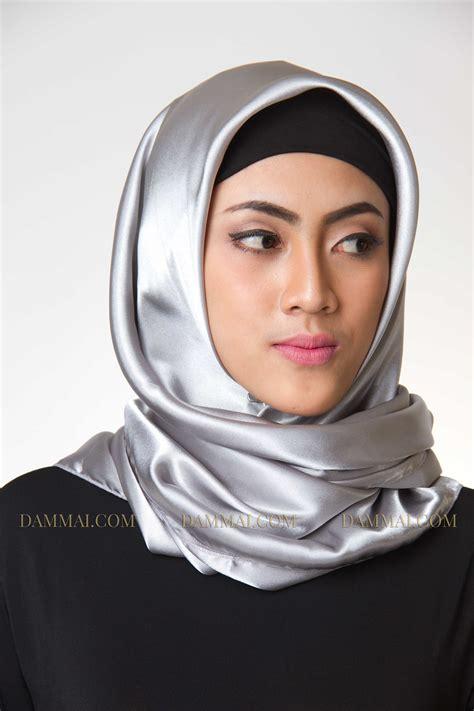 Segi 4 Satin Lamizz silver jilbab segi empat dammai