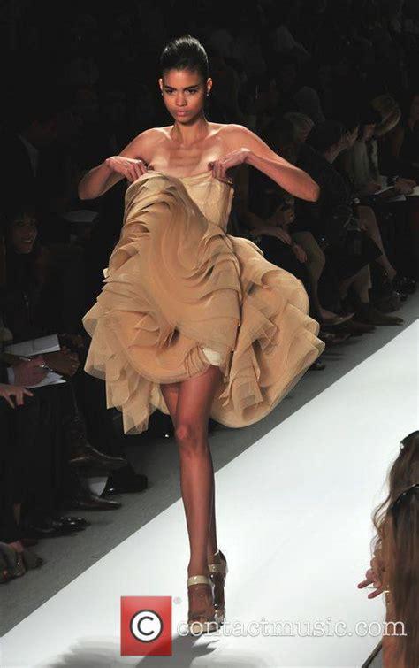 Runway Models Wardrobe Malfunction by Supermodel Runway Newhairstylesformen2014