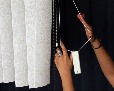 window blind string of child prompts recall of window blinds by blind