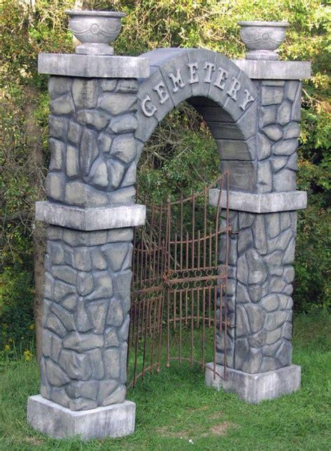 graveyard decoration ideas 25 best ideas about graveyard on
