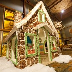 Wolf Trims Suites snowland gingerbread house at great wolf lodge resorts