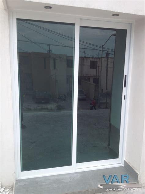 Normal  Puertas De Aluminio Para Exterior Precios #6: Puerta-Corrediza-3-pulgadas-Aluminio-Color-Blanco-Vidrio-Tintex-6mm-con-Mosquitero-Corredizo-Colgantge-Broche-embutido-y-Chapa-con-LLave-.jpg