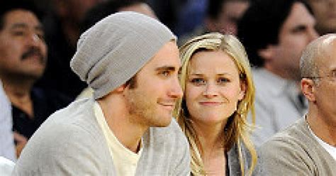 New Alert Reese And Jake by Pda Alert Reese Jake Gyllenhaal Snuggle Courtside Ny