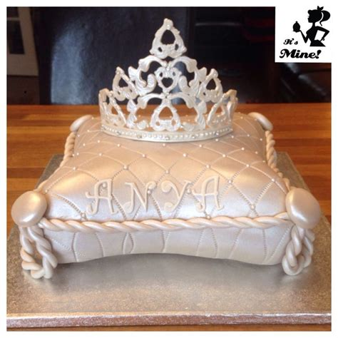 Crown On Pillow Cake by 17 Best Images About Princess And Tiara Cakes On