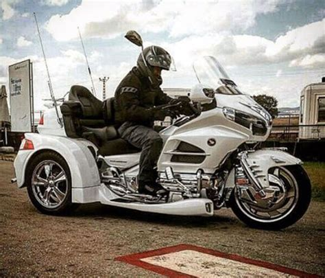 cem yilmazin  tekerlekli motor aldi