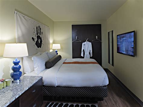hotel rooms chicago acme hotel company chicago 2017 room prices deals reviews expedia