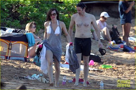 milla jovovich hawaii film milla jovovich paul w s anderson maui beach with ever