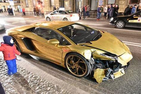 Lamborghini W Warszawie by Złote Lamborghini Rozbite W Warszawie Na Nowym świecie