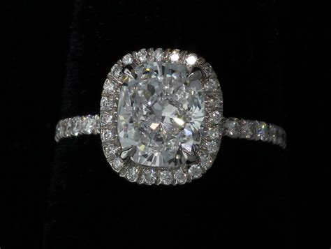 four reasons to buy diamond jewelry at a pawn shop
