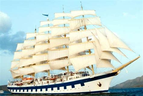 perdana kapal pesiar layar tinggi berlabuh  indonesia