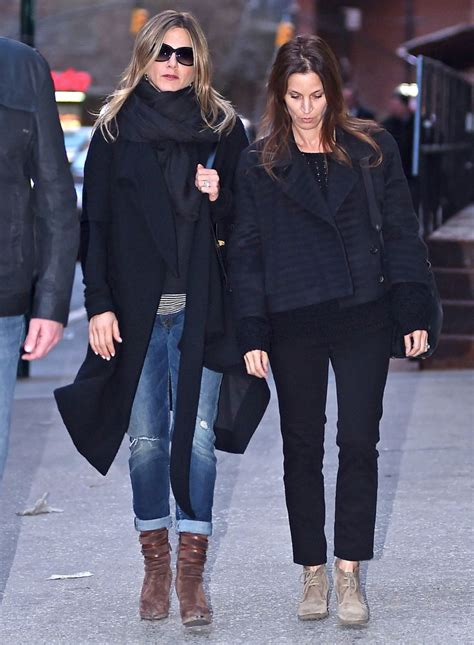 jennifer anistons casual style nyc street style