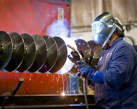sectional flight auger welding of a sectional auger screw auger flighting