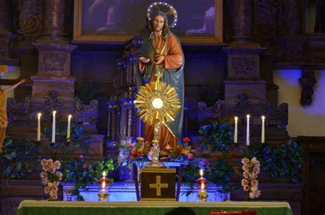 accendi una candela alla madonna diretta dalla cappella dell adorazione della chiesa