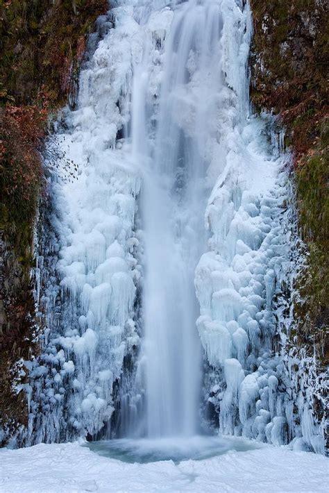 frozen waterfalls frozen multnomah falls oregon pixdaus