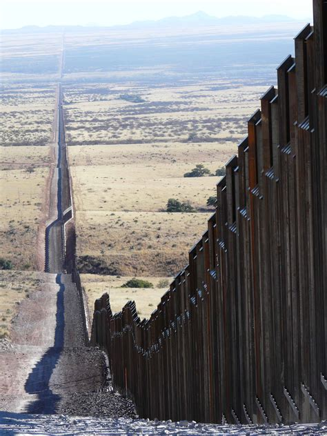 pictures of the mexico border 1000 images about usa mexico border fence on pinterest