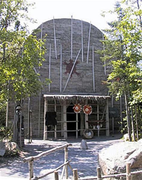 une hutte indienne wendake canada