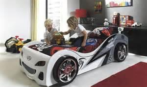 le lit voiture pour la chambre de votre enfant