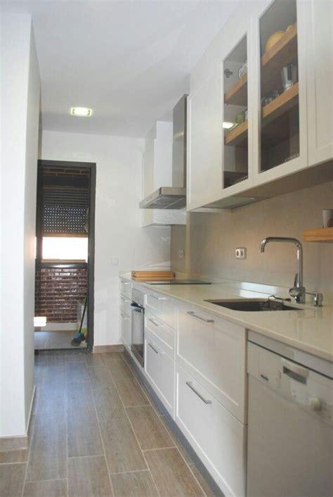 decorar cocina pequeña alargada cocina pequea y estrecha free las mejores ideas sobre