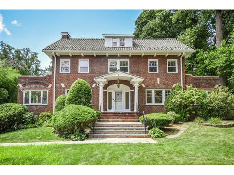pretty homes for sale in new rochelle ny on pelham road