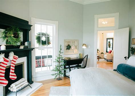 see how hgtv stars chip joanna gaines decorate for the holidays see how hgtv stars chip joanna gaines decorate for the