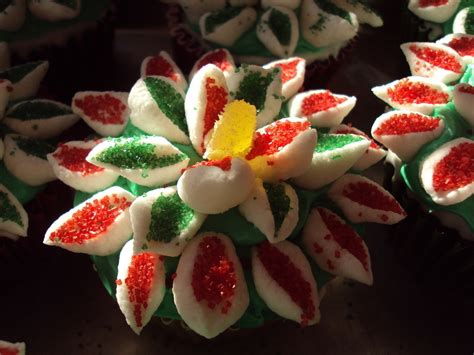 christmas creation food wreath and flower cupcakes 183 a seasonal cake 183 food decoration on cut out keep