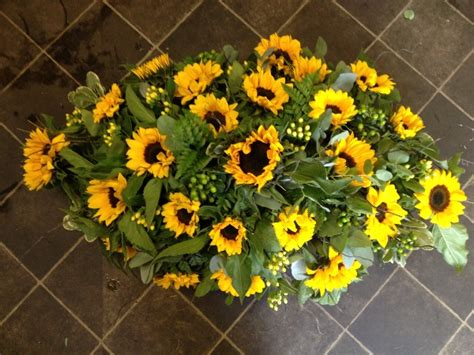 Sprei Sun Flower sunflower coffin spray the flower room bedfordshire