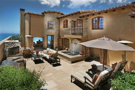 mediterranean style homes with courtyard home