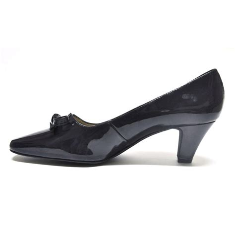 beautiful court shoe in patent leather cinderella shoes