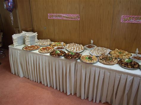 foods for buffets file buffet food platter jpg wikimedia commons